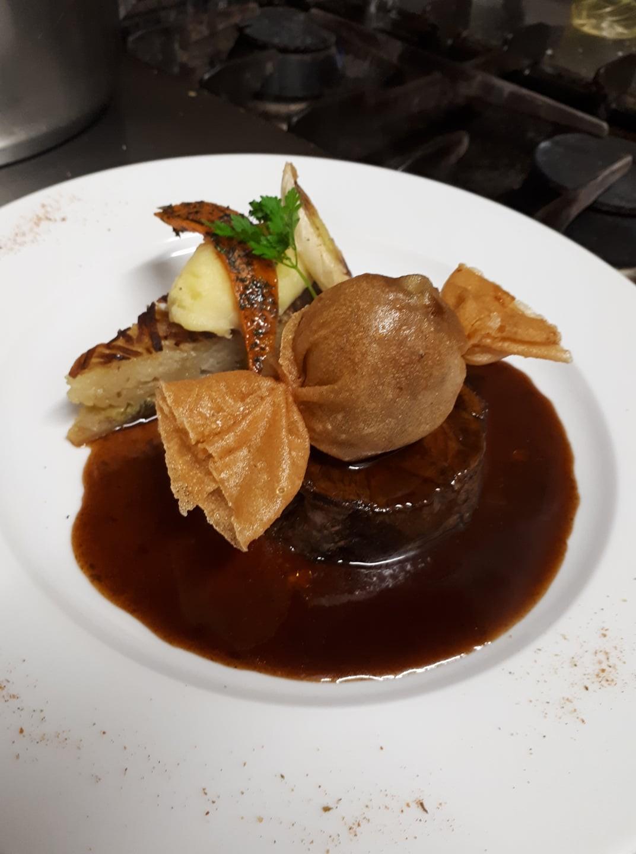 Boeuf confit et bonbon de foie gras